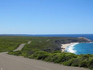 Die Küste mit der Strasse zu den Remarkable Rocks